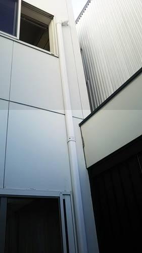 エアコン配管2階から1階へ